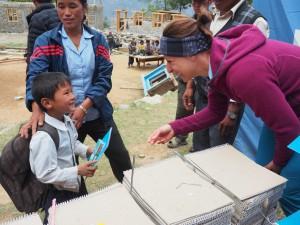 Buntstift und Papier für die Schüler - ein Geschenk von Re:Help